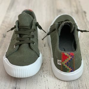 NEW Tommy Bahama Olive Green Boho Sneakers 7.5